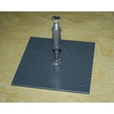 Beslag til montering af pullert/steler på gummihelle